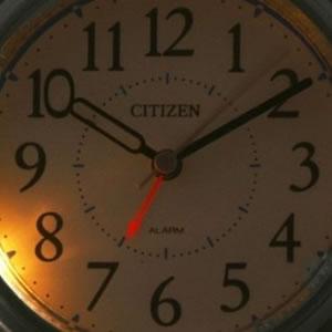 CITIZEN/シチズン 薄くてコンパクト/携帯用アラームトラベラー 目覚まし時計つき置き時計 アブロード962A 【4GE962A19】 ライト