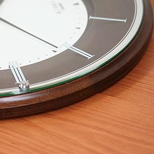SEIKO セイコー 薄型電波掛け時計 エムブレム【HS540B】 薄さ