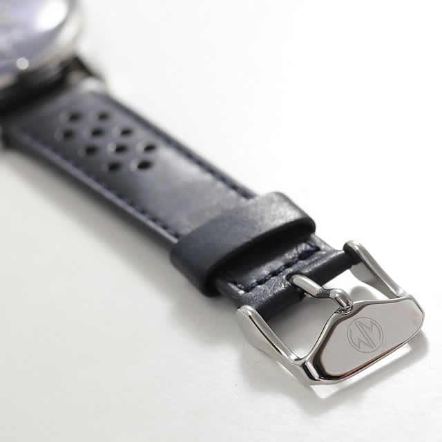 イタリアの生地を使用した腕時計