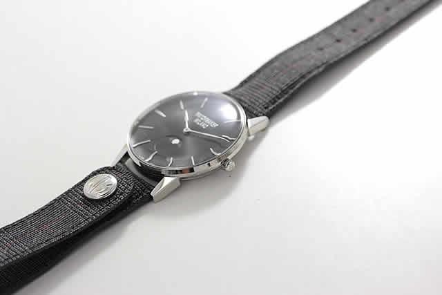 ブラックカラー 月齢腕時計